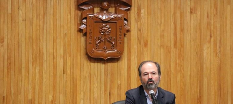 Rulfo nos responsabiliza del futuro de los despojados: Juan Villoro