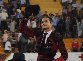 Juan Pablo Sánchez sale a hombros en Autlán
