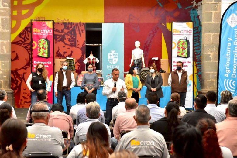 Alberto Esquer en su gira por Zapotlán el Grande, días antes de confirmar positivo a Covid-19