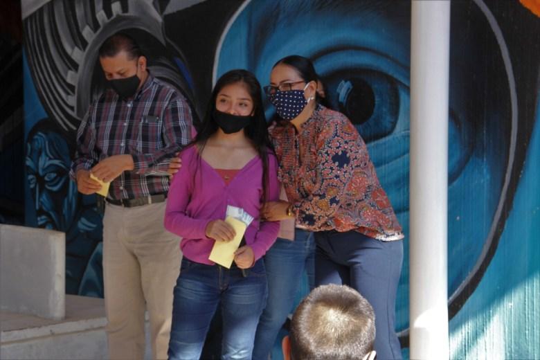 Entregan apoyos para evitar deserción escolar en Zapotlán el Grande