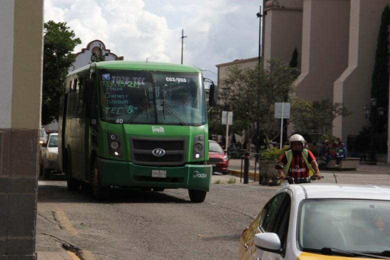 Modelo incompleto de transporte obliga a pagar hasta 10 pesos por pasaje en Ciudad Guzmán