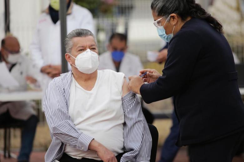 Aplican primera dosis de la vacuna contra Covid-19 en Jalisco