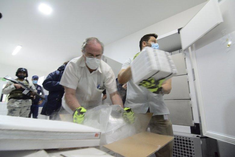 Llegan a Jalisco primeras vacunas para profesores