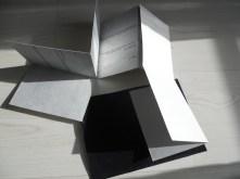 Variacions sobre la llum.Prototip de llibre desplegable amb poemari de Joan Duran