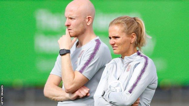 Sarina Wiegman and assistant Arjan Veurink in England training