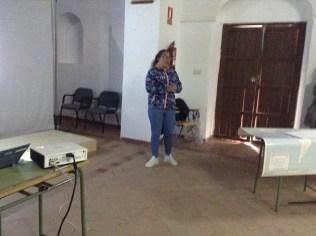 Ángela presentando al autor.