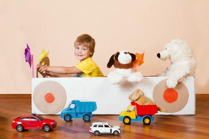 Selbstständig, Selbstständigkeit, alleine spielen, am Rockzipfel, alleine, spielen, Kinder, Spielsachen, Kinderzimmer, Spieltipps, Ideen, Fantasie, Autos, selber spielen