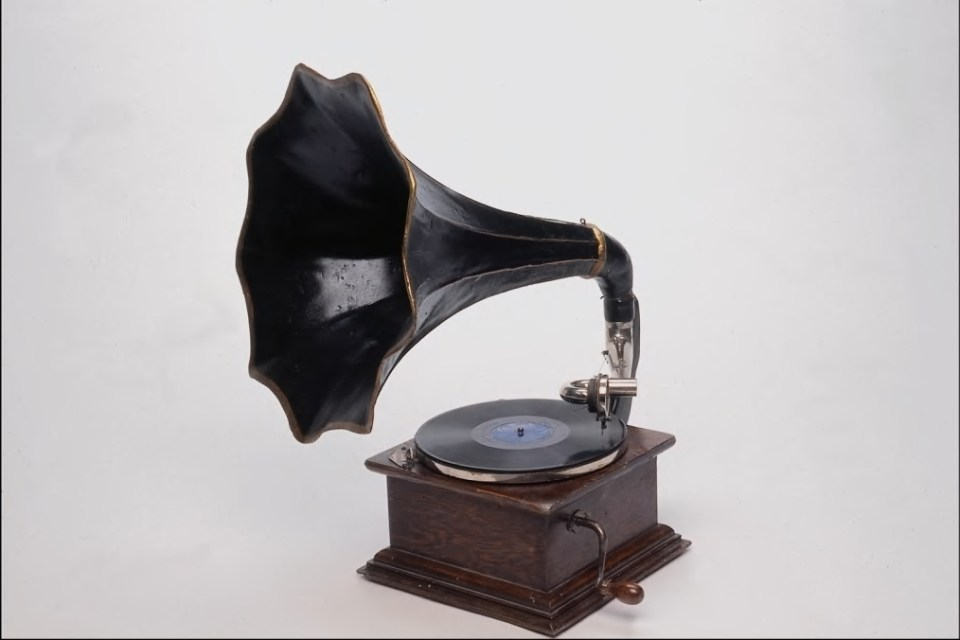 Listen to a Gramophone