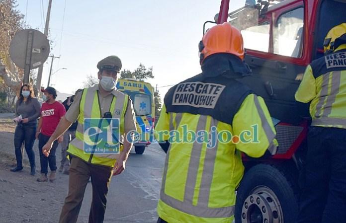 RÁPIDO ACCIONAR.- La emergencia fue atendida por voluntarios de la Sexta Compañía de Bomberos, quienes estabilizaron a don Nelson hasta que llegara la ambulancia del SAMU