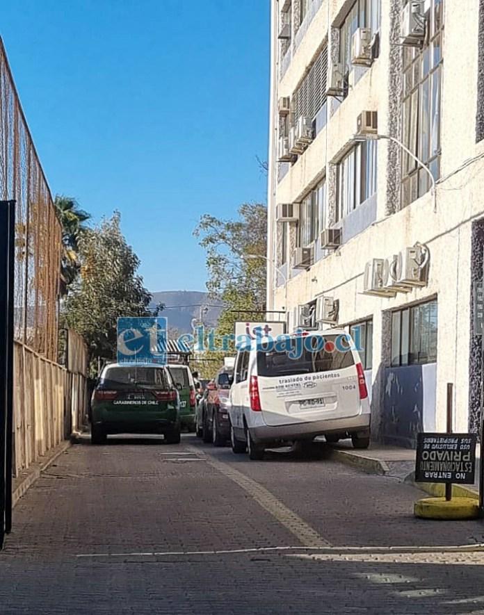 Personal de Carabineros en el IST de calle Merced en San Felipe. (Foto emerVcordillera)