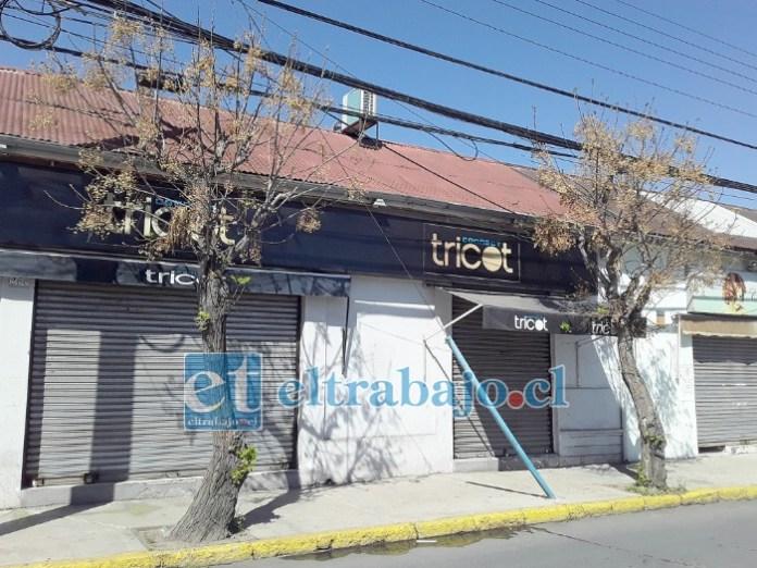 La tienda Tricot de calle Portus fue asaltada por violentos delincuentes que agredieron al personal que labora en el lugar.