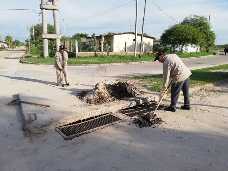 """Limpieza y arreglo de """"desagües pluviales""""en diferentes sectores de la ciudad"""