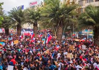 Sebastián Piñera pidió la renuncia de todo su gabinete y anunció el fin del Estado de emergencia