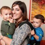 beneficios del porteo con dos bebes