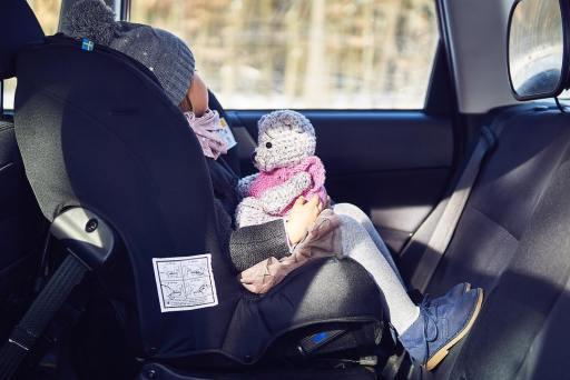 las sillas de coche mas seguras son las orientadas en contra de la marcha