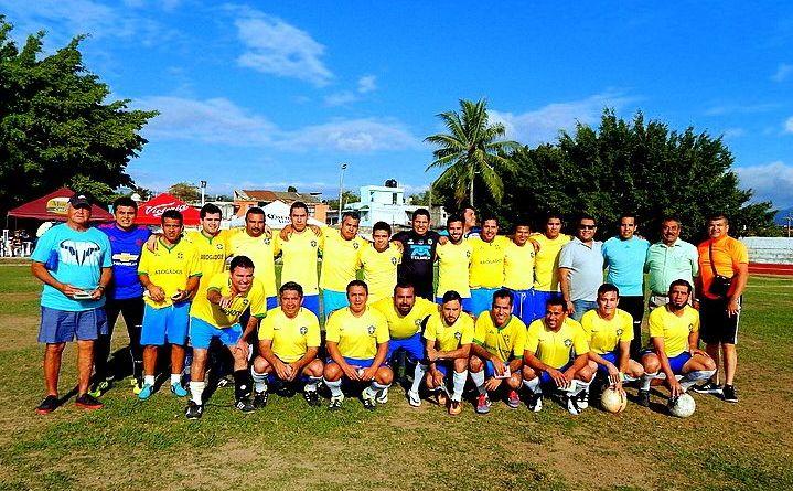 Abogados es líder invicto en el Futbol de Profesionistas