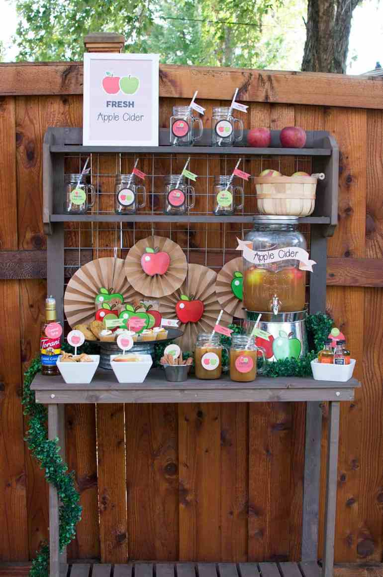 Check out this Fall Apple Cider Bar from Elva M Design Studio