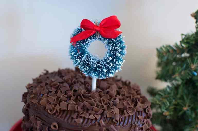 Holiday sisal wreath cake topper