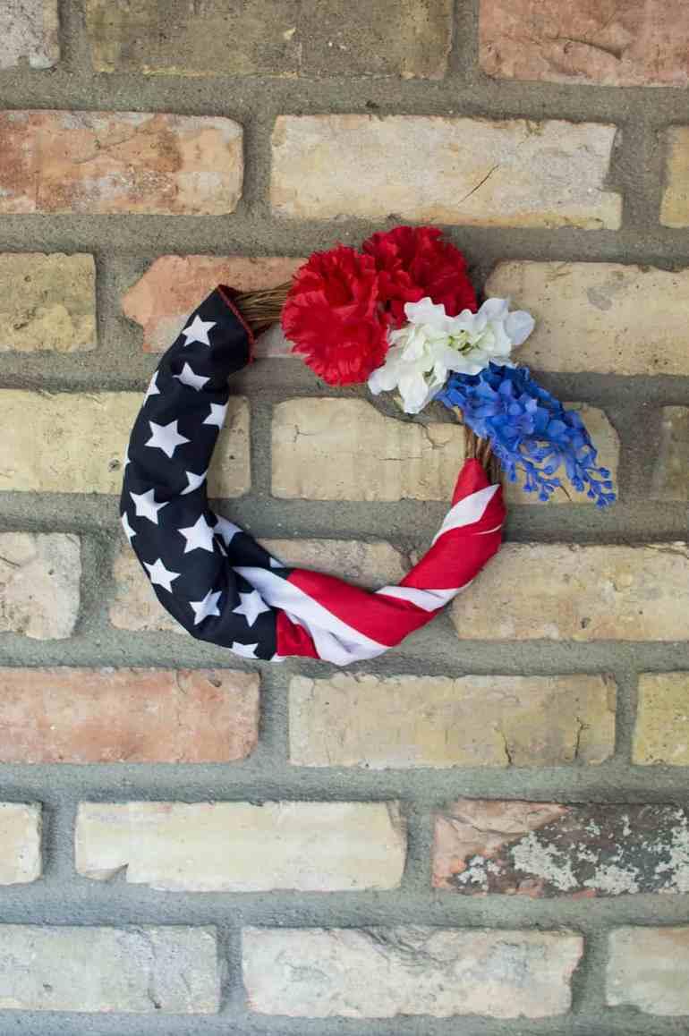 DIY 4th of July Wreath from Elvamdesign.com