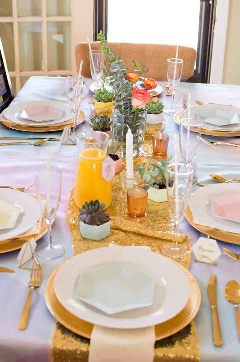 Gorgeous tablescape for a weekend brunch with friends and family. All the details at elvamdesign.com
