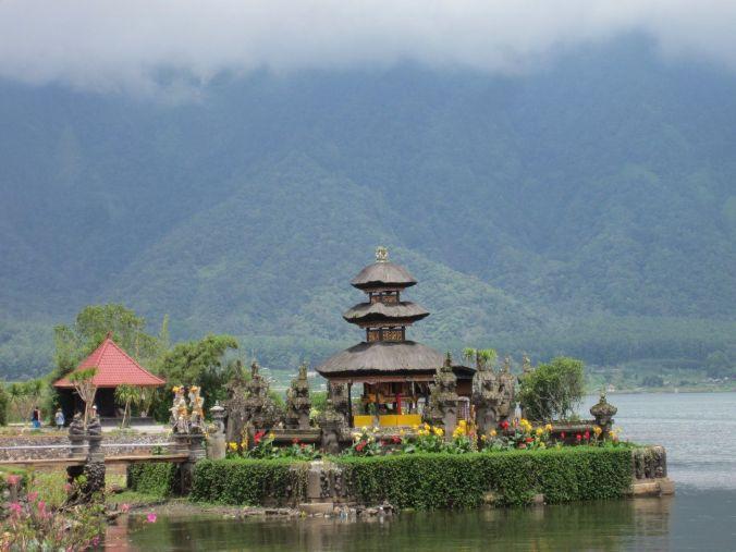 ulun_danu_batur_bali_indonesia_elviajenotermina_blog de viajes