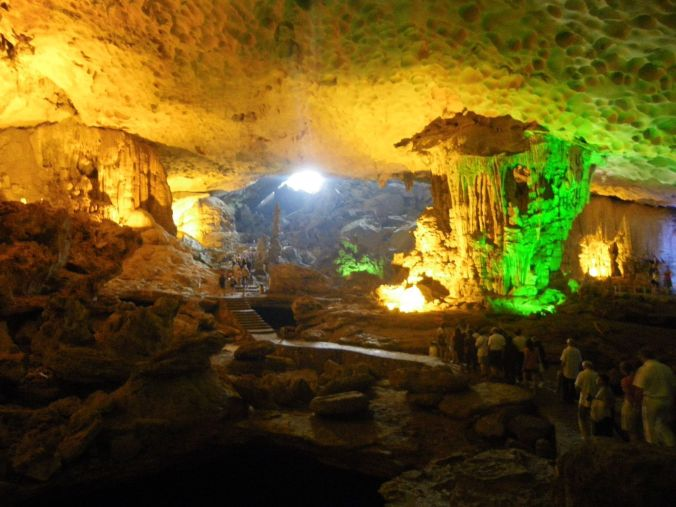 cuevas_hang_sung_sot_halong_bay_vietnam_elviajenotermina_blog viajes