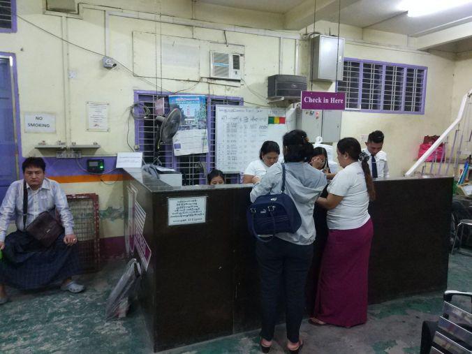 Estación autobús Birmania - Blog Viajes - El Viaje No Termina