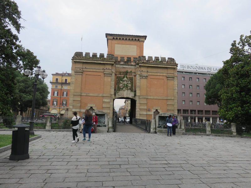 Porta Galliera en Bolonia