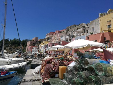 Puerto de pescadores en Corricella