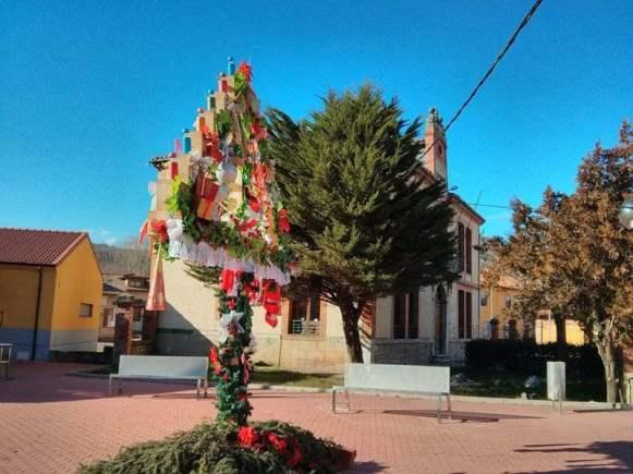 Arbol_Leon_4 Tradiciones navideñas: el ramo leonés y el belén de cumbres