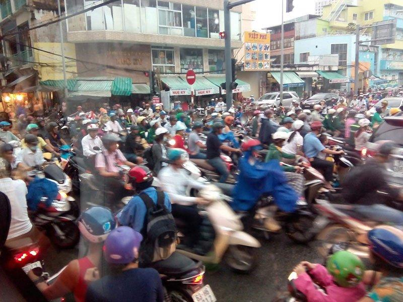 Caos de motos en Vietnam