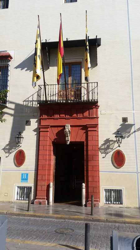 Entrada a Casas de la Judería en Sevilla