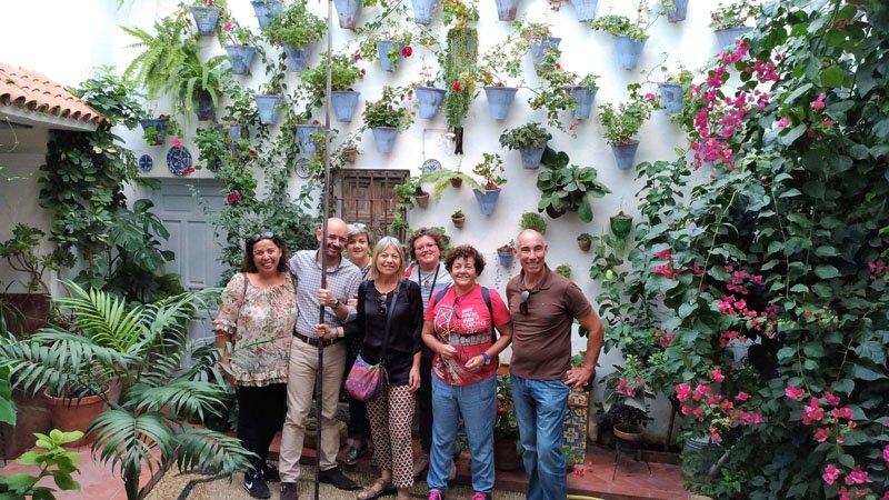 Miembros del equipo de El Viajero Accidental y amigos en el Patio Juan Rufo