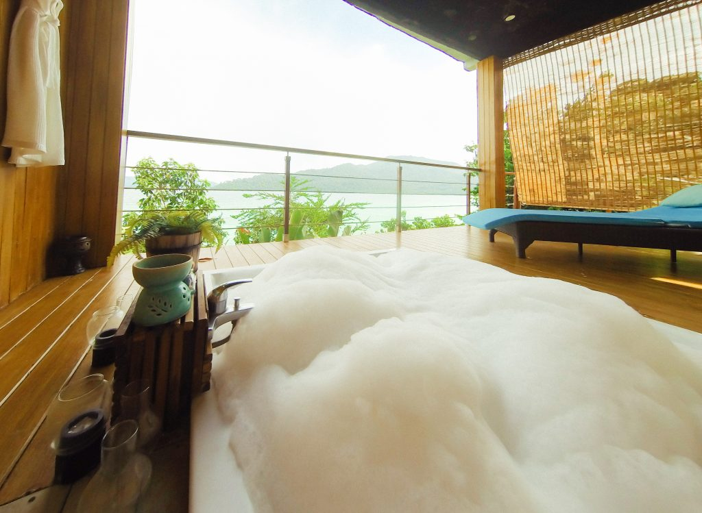 Jacuzzi Ocean View Room
