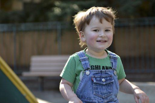 أعراض التوحد عند الرضع