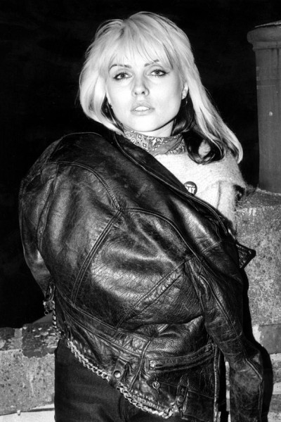 blondie-debbie-harry-13-fashion-tips-from-the-style-icon-outfits-biker-jacket