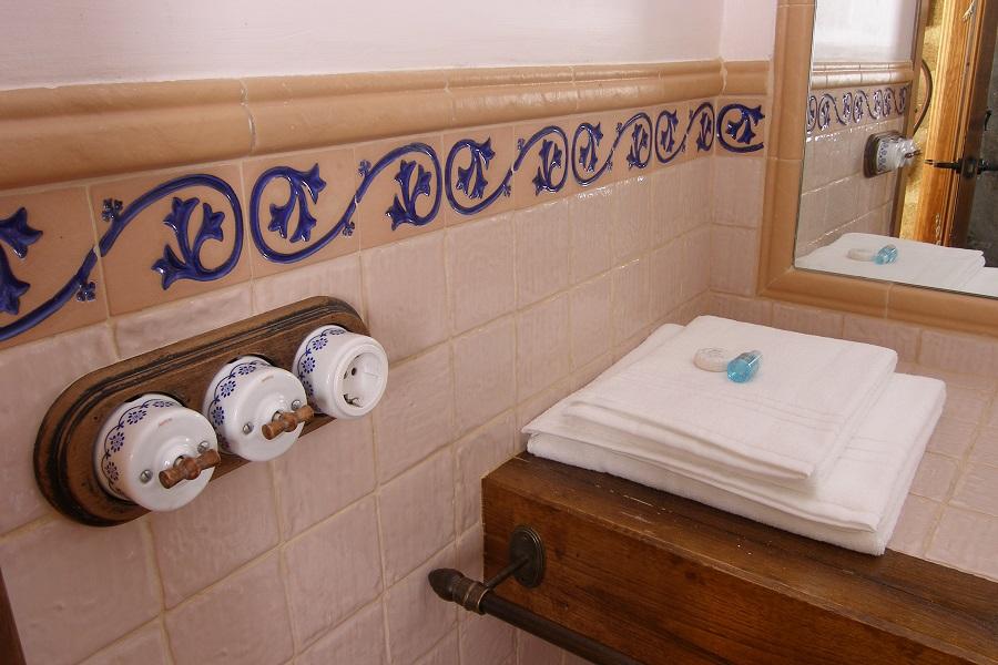 Detalle del baño en planta baja con amenities
