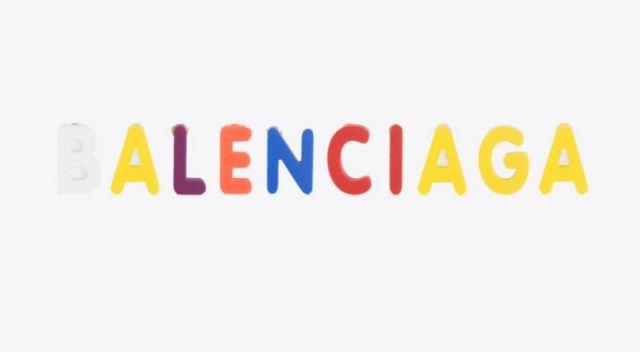 Los pendientes de Balenciaga que son un homenaje a nuestra infancia