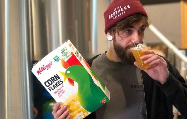 Kellogg's lanza cerveza de copos de maíz para reducir el desperdicio alimenticio
