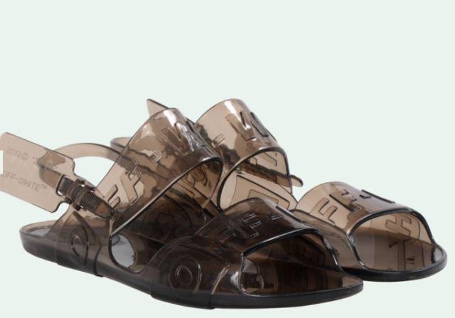 Las sandalias de plástico Off White, la nueva pieza clave de la marca