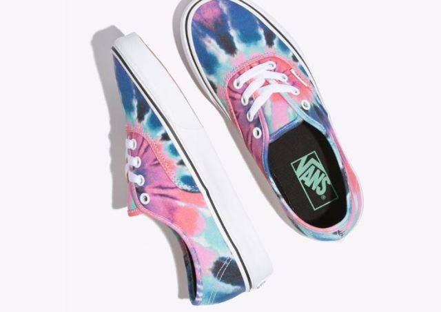 Vans quiere que saques tu espíritu hippie con estas zapatillas tie-dye