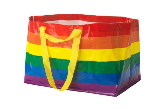 Llega la icónica bolsa de IKEA con los colores del arcoiris para el mes del Orgullo