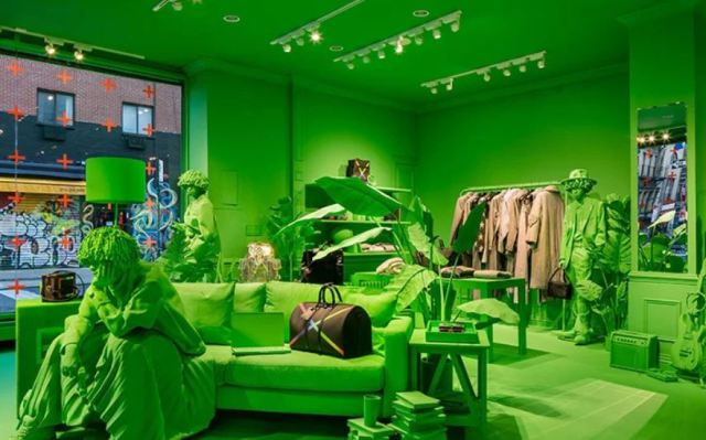 Virgil Abloh tiñe de verde la pop up de Louis Vuitton en Nueva York