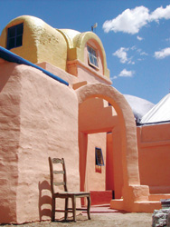 "Eve""s Garden B&B in Marathon, Texas is an innovative papercrete design. © Courtesy of www.livinginpaper.org"