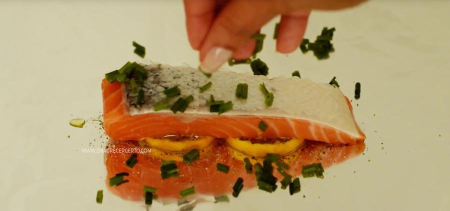Peixe no papillote - Emagrecer Certo #peixe #lowcarb #papillote #saudavel #receita