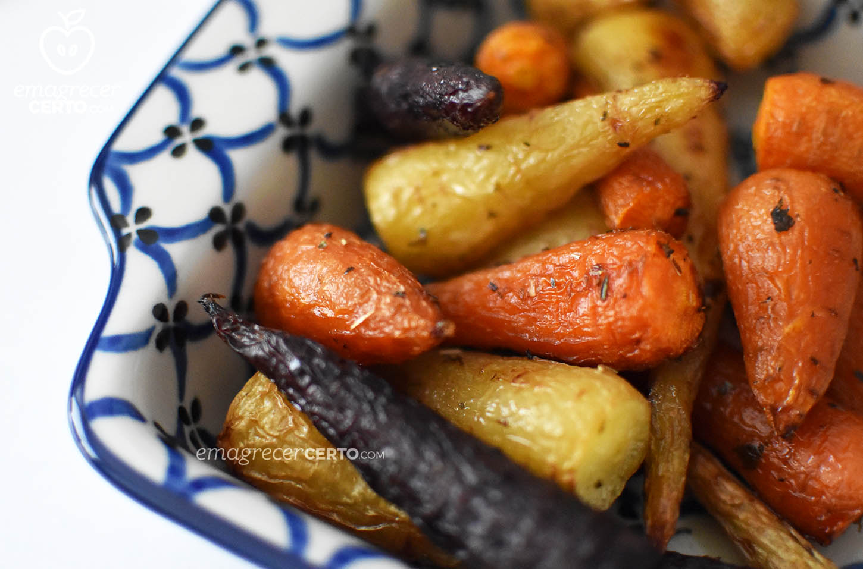 Cenouras assadas com ervas do blog Emagrecer Certo #receita
