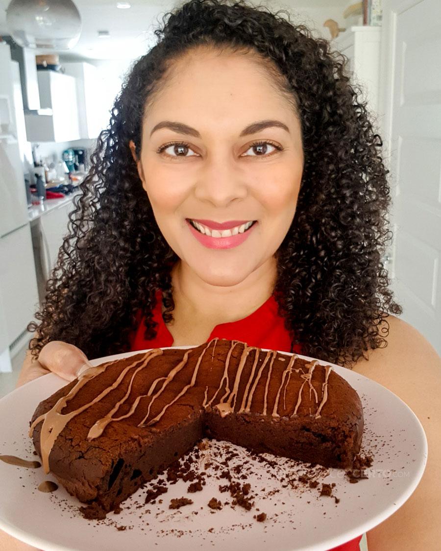 Bolo de chocolate sem farinha da Yamily do blog Emagrecer certo