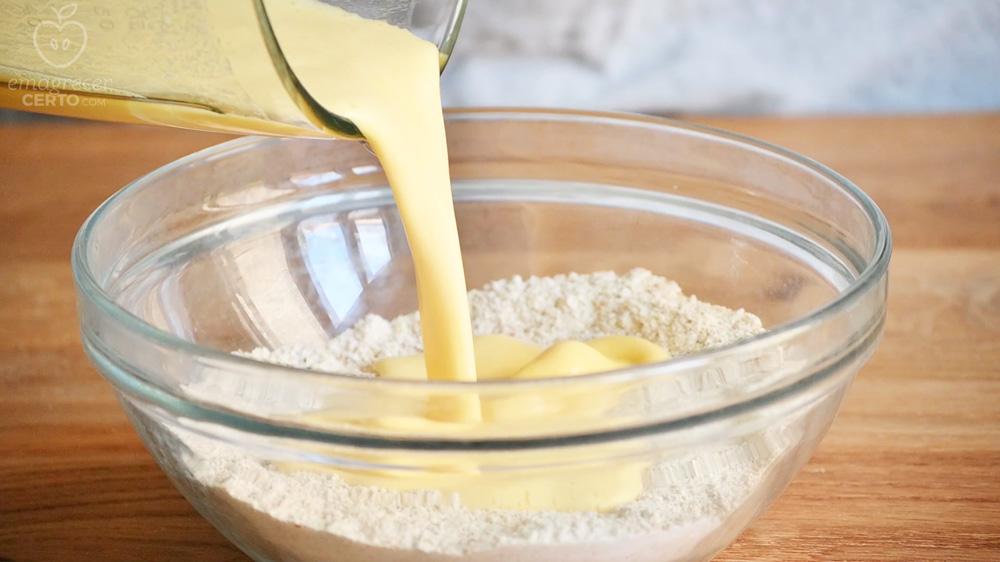 fazendo massa do bolinho de laranja com fubá - Emagrecer Certo