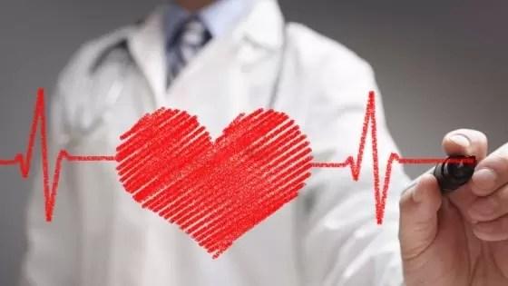 Pessoas com pressão alta são mais propensas a ter insuficiência cardíaca congestiva do que outras.