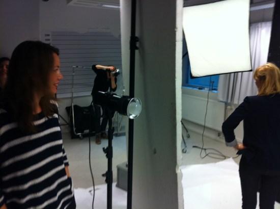 Bylinefotografering på Aftonbladet (Karin och Maria på bild)